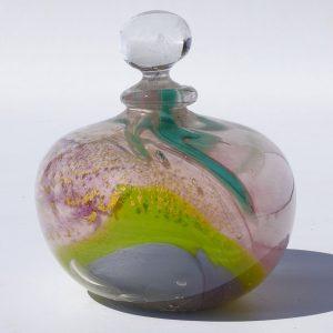 flacon gris, rose et vert avec feuille d'or