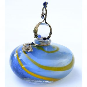 "flacon bleu clair avec cordon jaune bouchon ""lutin"" avec perles bleues"